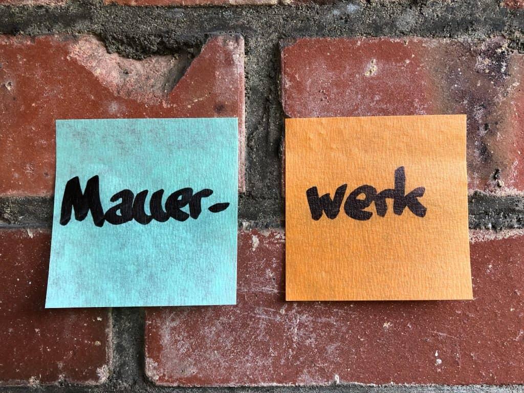 Post-it Extreme auf Mauerwerk